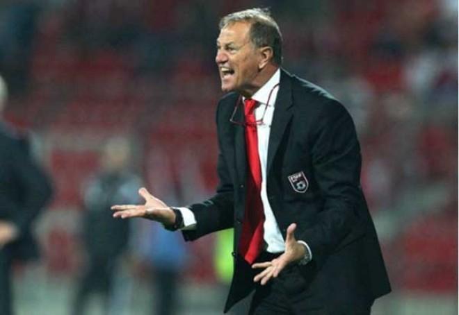 (Italiano) De Biasi sigue haciendo historia con Albania tras vencer a Cristiano Ronaldo