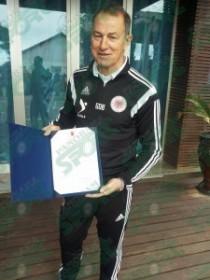 (Italiano) (Albanian) Durrës, Presidenti Nishani viziton lojtarët, Xhani De Biazi bëhet zyrtarisht shqiptar  Burimi